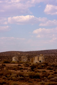 old_collapsed_strutures_mohave_desert1